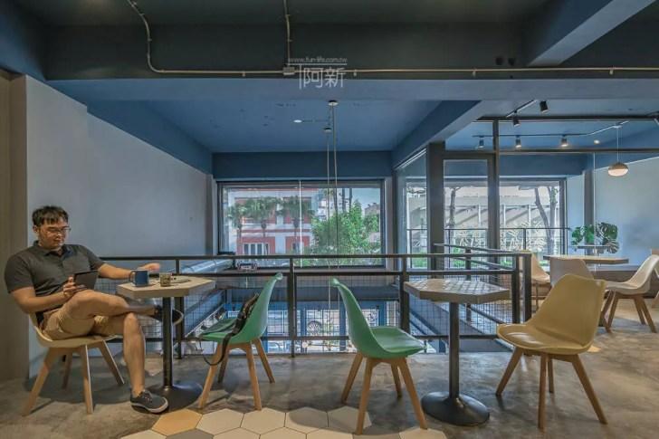 DSC07023 - Pluto Espressoria|台中南屯咖啡館,深藍色系搭寬敞空間,工業風環境超好拍。