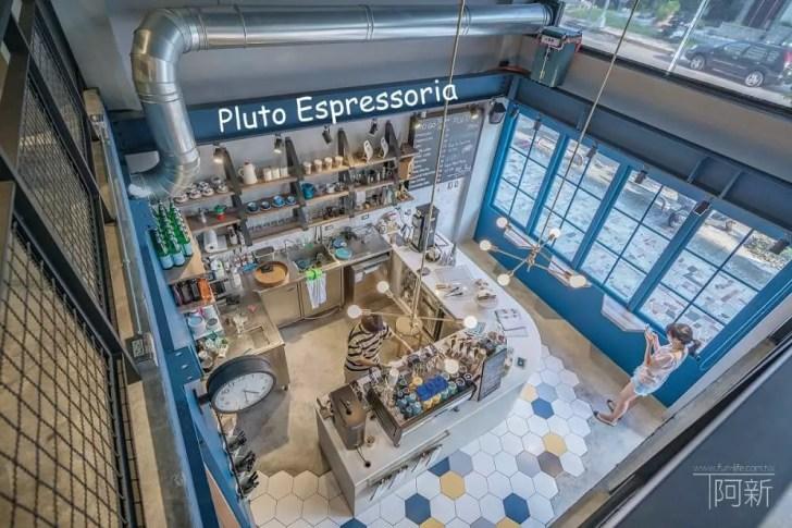 pluto espressoria - Pluto Espressoria|台中南屯咖啡館,深藍色系搭寬敞空間,工業風環境超好拍。