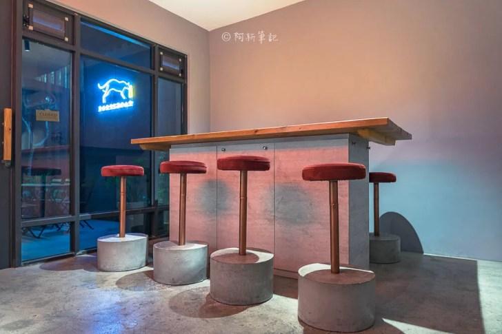 DSC08855 - 熱血採訪│台中這間餐酒館有夠隱密,特別的是連早午餐、甜點都有!BottleCat貓瓶子小酒館
