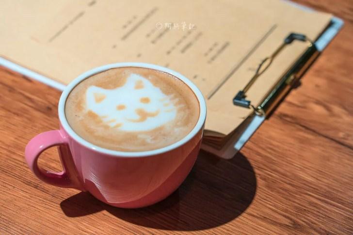 DSC08869 - 熱血採訪│台中這間餐酒館有夠隱密,特別的是連早午餐、甜點都有!BottleCat貓瓶子小酒館