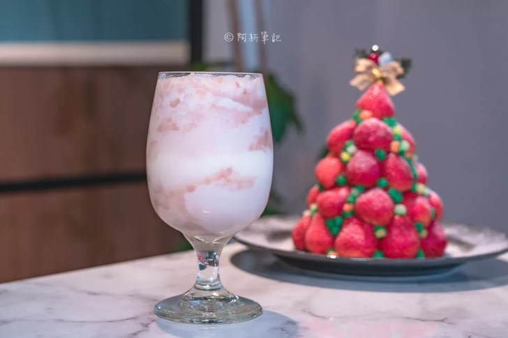 DSC04385 - 熱血採訪│這裏勿瘋!台中超浮誇草莓瘋了!整個草莓堆成山高的,根本是聖誕樹,偷偷說還有正妹!(已歇業)