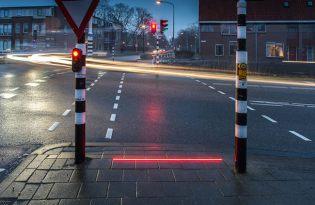 [產品設計]荷蘭出品「低頭族地上紅綠燈」