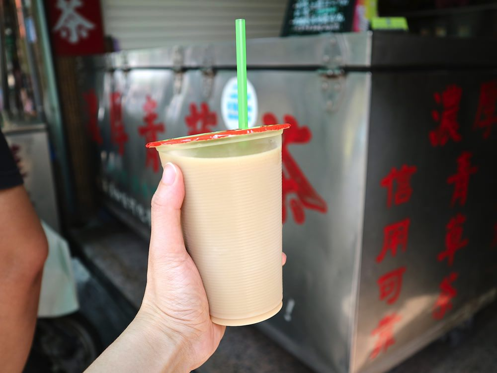 雪峰濃厚青草茶舖:薄荷牛奶你喝過嗎?又濃又涼的青草茶香,搭配濃郁乳香 屏東老字號三十年濃厚青草茶老店