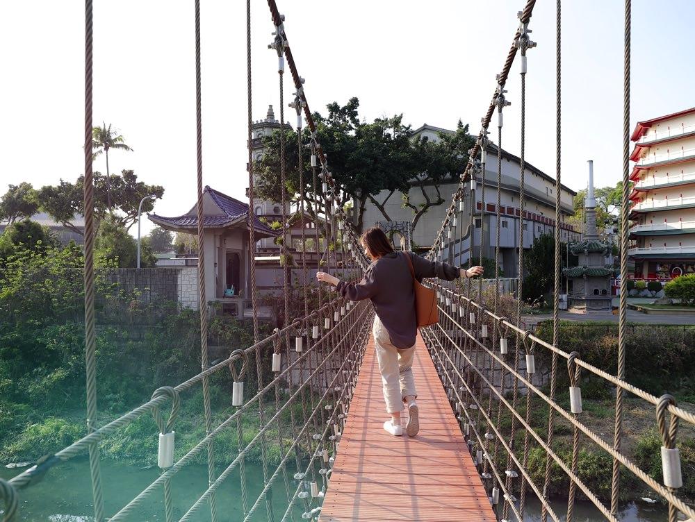 鳳凰吊橋:隱藏於台南體育公園內的景觀老吊橋-連接體育公園.忠烈祠的通行吊橋/走得橋-名字超特別!/台南隱藏版景點/親子運動公園/竹溪水岸園區|全台吊橋系列