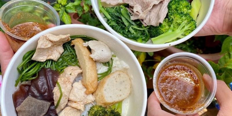 小豪洲沙茶爐-中山旗艦店:平日午餐限定!台南知名沙茶爐火鍋餐廳推出外帶便當啦!一個只要50元|台南外帶便當.水煮便當