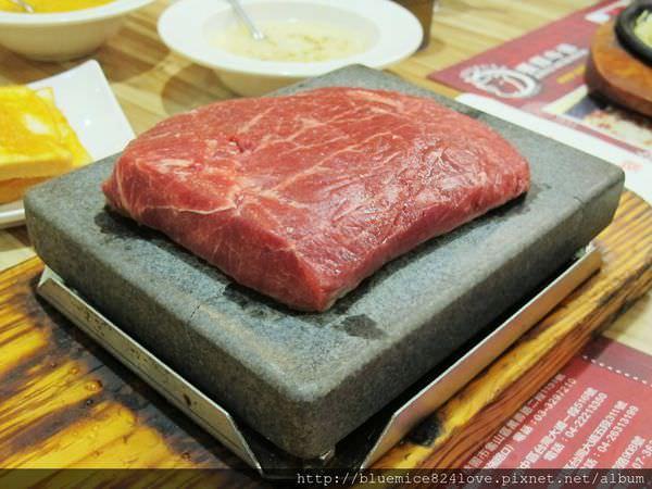 (台中。中區美食) 『饗厚牛排 – 台中站前店』尚厚的牛排。岩燒上肩牛排,要吃幾分熟,通通自己來^^