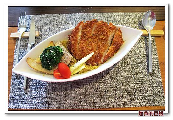 (台南。安平區美食)『食下有約 想法廚房』無制式菜單料理,客製化搭配。日式梅鍋,酸甜開胃。咖哩豬排燉飯,口味辛香,豬排紮實有嚼勁。