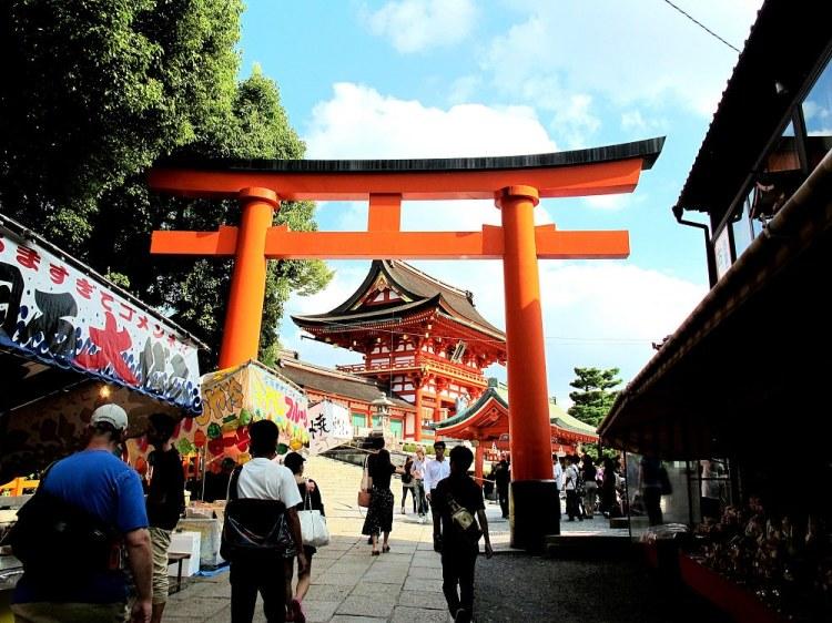 伏見稻荷大社 京都必訪神社,千本鳥居,連綿整座山的橘紅色鳥居很驚人 