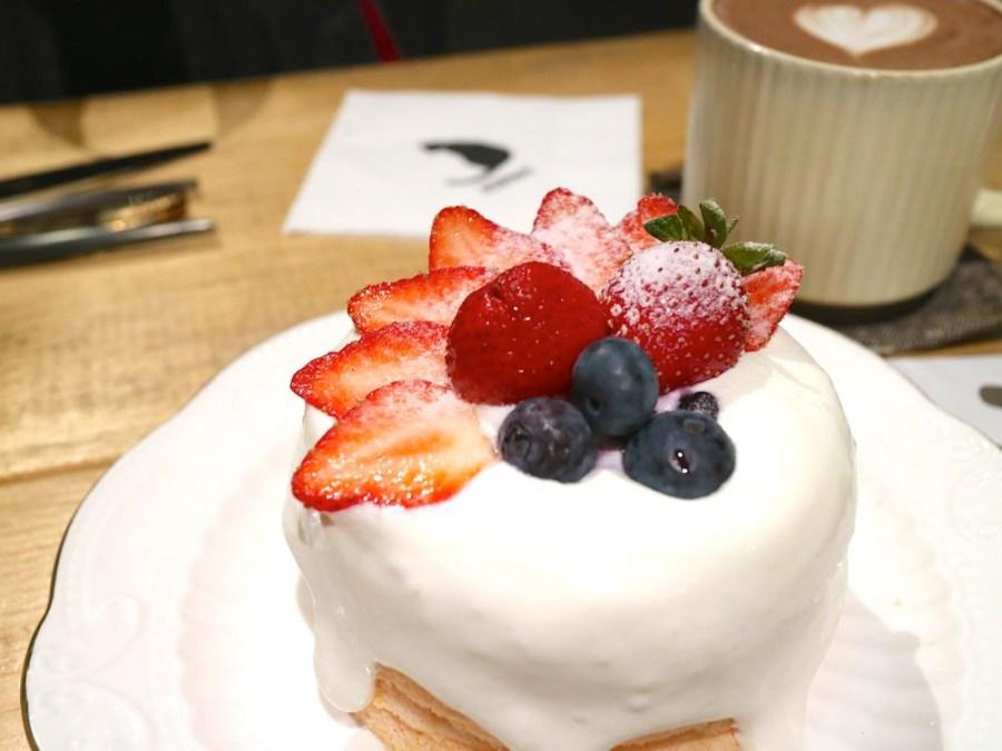 肥貓咖啡:隱藏在台南神農街內的文青咖啡店,季節限定!華麗的草莓戚風蛋糕,酸甜上市|台南甜點.貓咪咖啡店推薦
