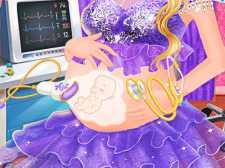 Princesa grávida carinhosa