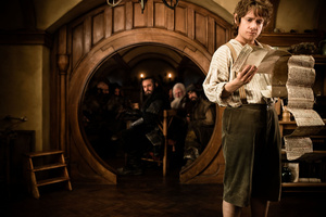 Martin Freeman OWNS the role of Bilbo in the first Hobbit clips!