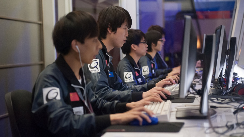 Dota Dispatch Watching People Play Video Games For 16