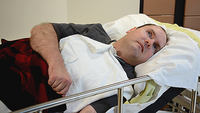 Man in coma uses his thoughts to tell doctors, 'I'm not in pain'