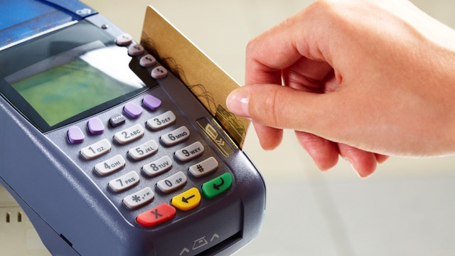 When Should I Use Credit and When Should I Use Debit When Shopping?
