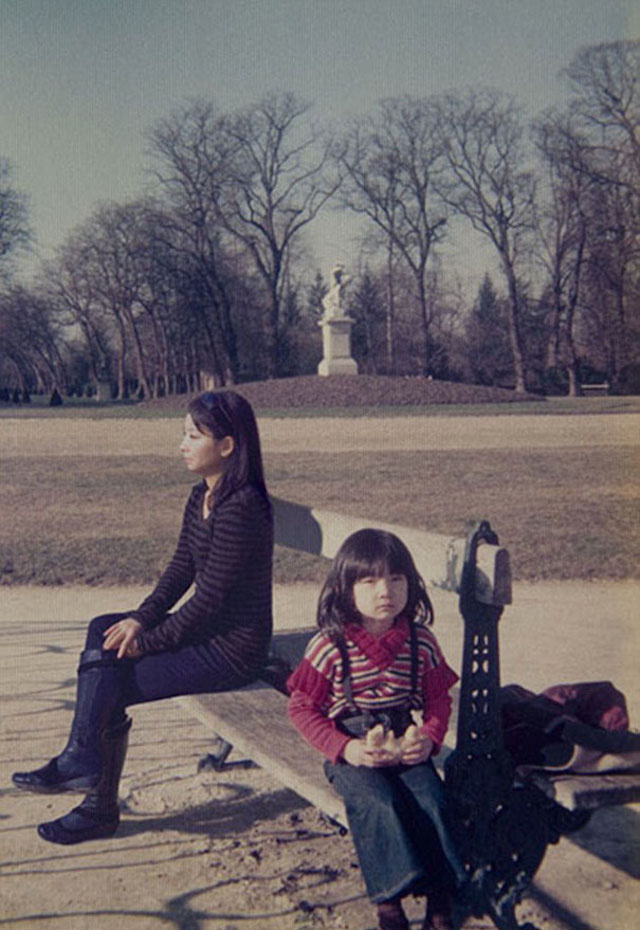 Time traveling photographer adds herself into her childhood pictures
