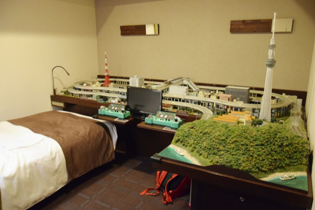 A Hotel Room Where Train Nerds Can Get Action. Train Action.