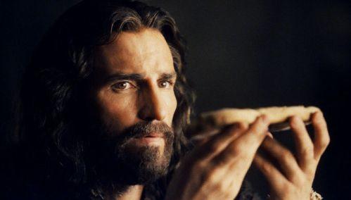 Джеймс Кэвизел в роли Иисуса Христа в фильме Страсти Христовы