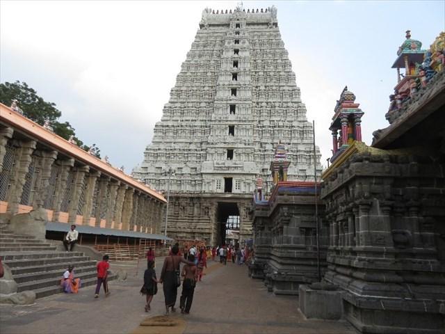 The divine glory of arunachaleswara sivalingam