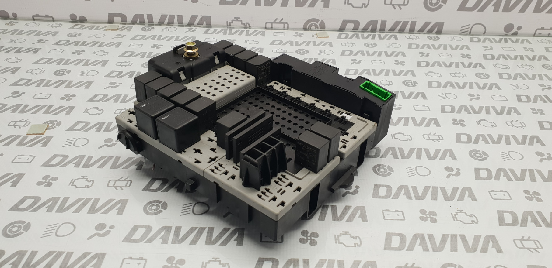 hight resolution of details about 2004 volvo v70 xc70 2 4 diesel engine fuse relay fusebox module unit 30682664