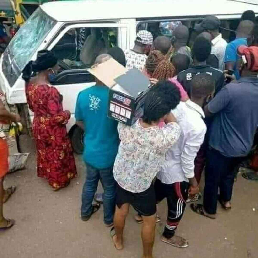 Taskforce Officers Caught Rap!ng a Girl They Arrested For Not Wearing Nose Mask, Inside Their Vehicle 9