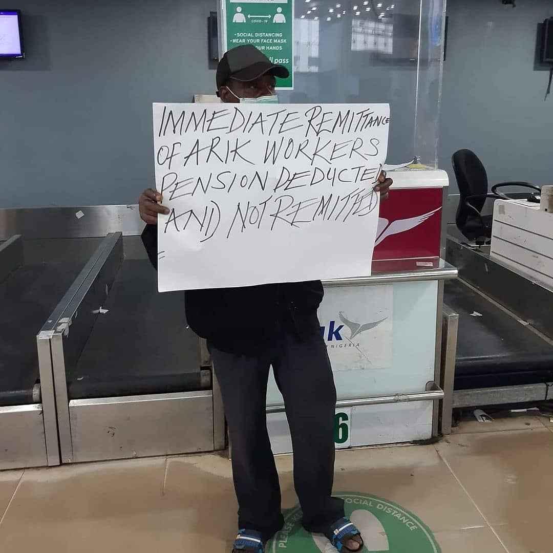 Passengers Stranded As Arik Airline Staff Begins Strike Action This Morning 4