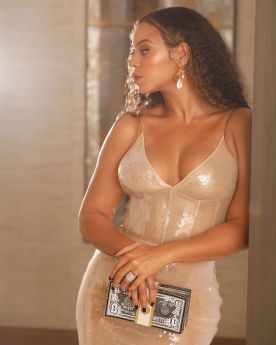 Image result for Beyoncé Stole The Show At Shawn Carters Foundation Gala With Her 1Billion Dollars Clutch Purse""