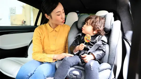 skeleton chair wake me up bathroom vanity chairs with backs xiaomi qborn child safety seat costs 999 yuan ($159)