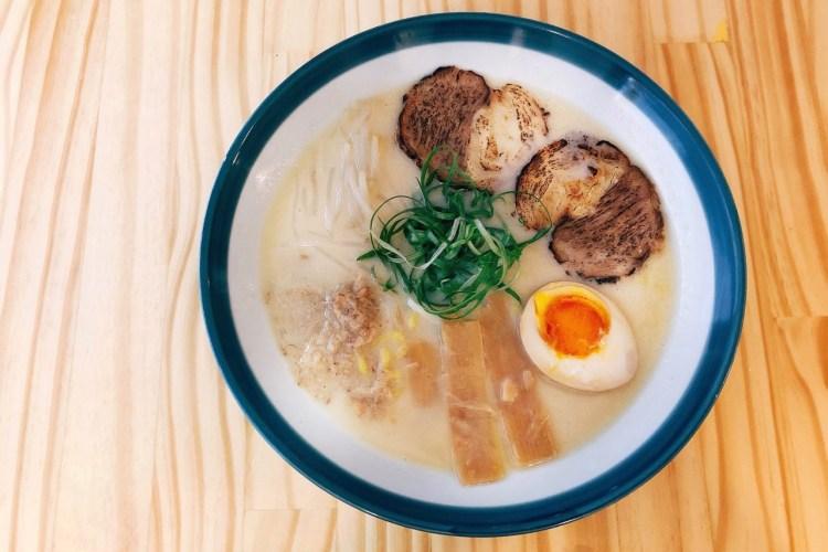 Pure Ramen 》在裸湯拉麵品嚐雞骨與豬骨熬煮的拉麵湯頭