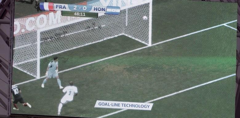 Un megaschermo illustra la Goal Line Technology durante il mondiale brasiliano del 2014. Il prossimo mondiale che si giocherà in Russia prevederà anche l'utilizzo del VAR, foto: Getty Images