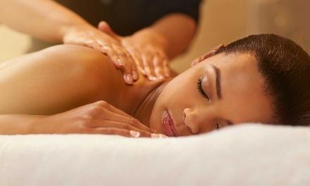 3 o 5 massaggi thailandesi rilassanti fino a 50 minuti al centro Siam Thai Massage (sconto fino a 89%)