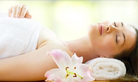 Pacchetto benessere con pulizia viso, massaggi, manicure, pedicure da Vip di Modrone, in San Babila (sconto fino a 78%)