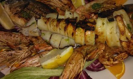 Menu di pesce e un litro di vino della casa per 2 o 4 persone al ristorante Master Ristopizza (sconto fino a 56%)