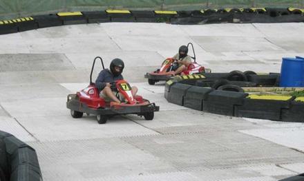 Corsa drifting in kart su ghiaccio da 10 o 20 minuti per una persona sul circuito Ice Racing Kart ad Andalo