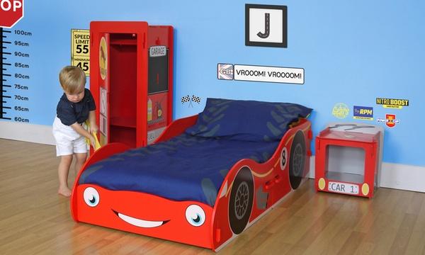 lit enfant et chevet voiture de course avec matelas