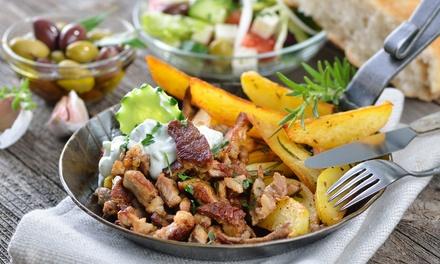 Menu con specialità della tradizione greca e vino per 2 o 4 persone al ristorante LAngolo Greco (sconto 56%)