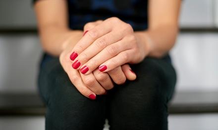 3 o 5 manicure più smalto semipermanente al centro estetico Scibilia a Caronno Pertusella (sconto fino a 60%)