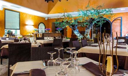 Menu con pizza a scelta e vino fino a 6 persone alla ristorante Villa Vecchia 1865 (sconto fino a 69%)