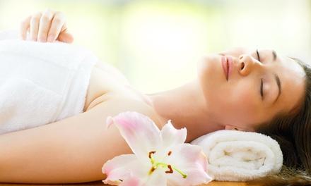 Pulizia viso, massaggio fino a 50 minuti, ceretta e lampada abbronzante al centro NC Beauty Sun (sconto fino a 83%)