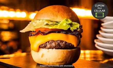 Hambúrguer gourmet + cerveja no Barê Jardins