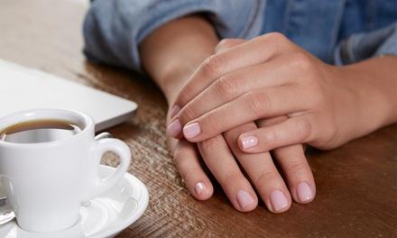 3 o 5 manicure con smalto semipermanente al centro estetico Beauty Chic (sconto fino a 60%)