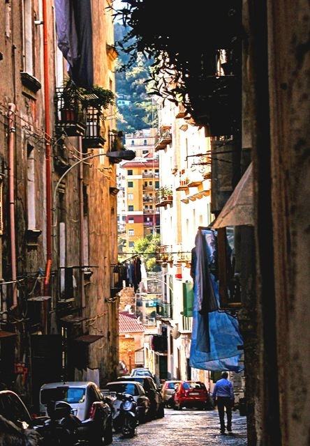 I Quartieri Spagnoli quei vicoli di Napoli che sanno di