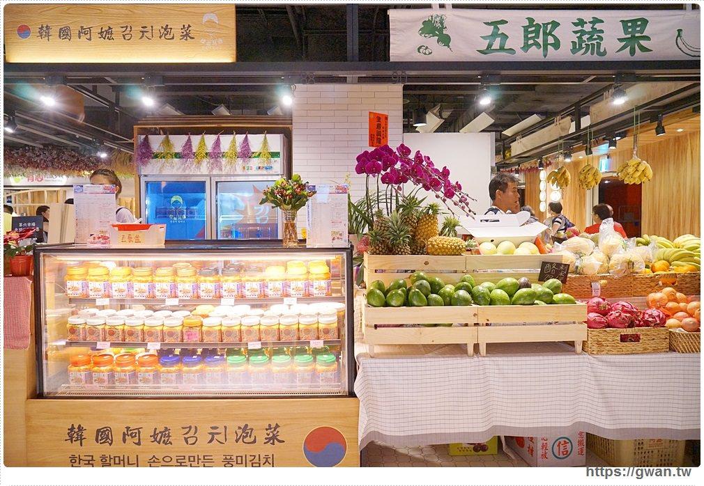 [臺中景點 西區] 第六市場 - 全臺最美菜市場!! 首家開在百貨裡的傳統菜市場。邊吹冷氣邊買菜 - 吃關關