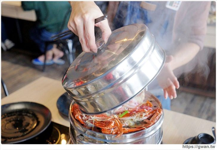 20190121215335 86 - 熱血採訪   沙鹿絕品火鍋,麻油鍋倒半罐米酒,直接上演超狂火焰秀