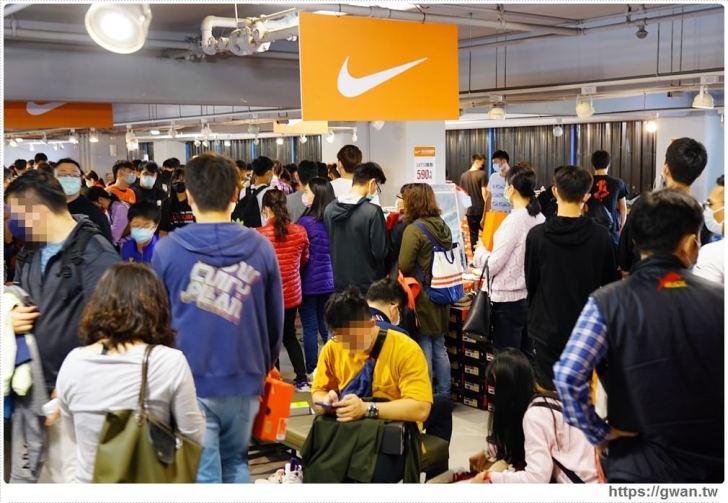 20200215141554 57 - 熱血採訪|全台獨家NIKE展示鞋清倉會在台中!人潮擠爆近200坪賣場,滿額還有星巴克買一送一