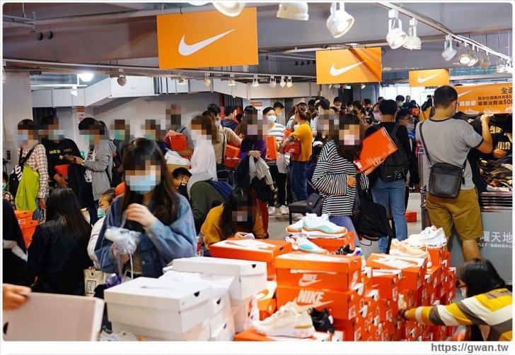 20200215141600 79 - 熱血採訪|全台獨家NIKE展示鞋清倉會在台中!人潮擠爆近200坪賣場,滿額還有星巴克買一送一