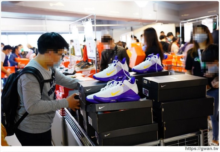 20200215141606 28 - 熱血採訪|全台獨家NIKE展示鞋清倉會在台中!人潮擠爆近200坪賣場,滿額還有星巴克買一送一