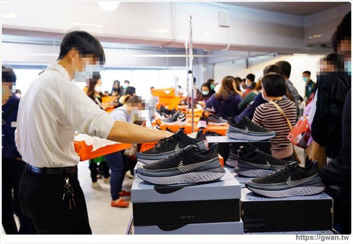 20200215141608 55 - 熱血採訪|全台獨家NIKE展示鞋清倉會在台中!人潮擠爆近200坪賣場,滿額還有星巴克買一送一