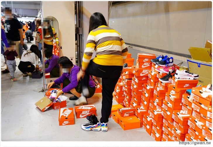 20200215141628 89 - 熱血採訪|全台獨家NIKE展示鞋清倉會在台中!人潮擠爆近200坪賣場,滿額還有星巴克買一送一