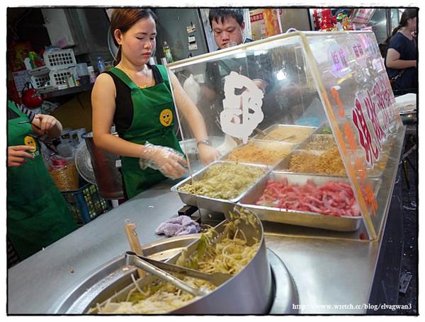 [宜蘭美食 羅東] 鄭記潤餅捲 - 夜市排隊美食,現做餅皮好滋味 - 吃關關