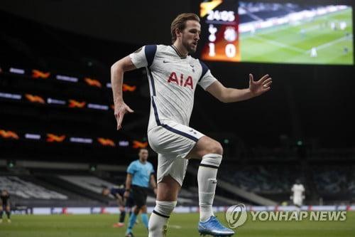 """Kane은 득점에서 수비까지 모든 것을합니다""Mourinho는 칭찬했습니다."